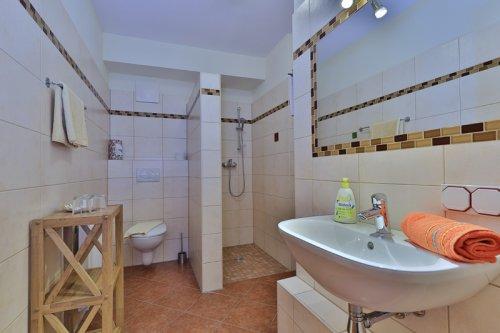Kétágyas szoba erkély nélkül: fürdőszoba